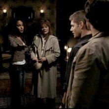 Megalyn Echikunwoke, Kathleen Noone, Jared Padalecki e Jensen Ackles in una scena dell'episodio 'Route 666' di Supernatural