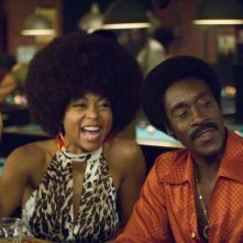 Taraji P. Henson e Don Cheadle in una sequenza del film Talk to me