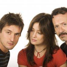 Alessandro Tiberi con Giovanna Mezzogiorno e Rocco Papaleo in una foto promozionale del film L'amore non basta