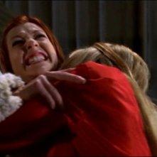 Alyson Hannigan e Mercedes McNab in una scena dell'episodio 'L'accecante luce del giorno' della quarta stagione di Buffy - L'ammazzavampiri