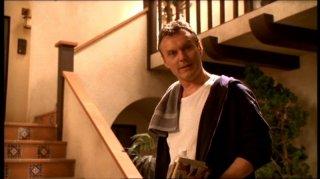 Anthony Head in una scena dell'episodio 'Fuga dall'oltretomba' della quarta stagione di Buffy - L'ammazzavampiri