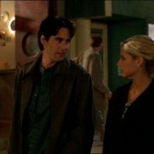 Sarah Michelle Gellar e Adam Kaufman in una scena dell'episodio 'L'accecante luce del giorno' della quarta stagione di Buffy - L'ammazzavampiri