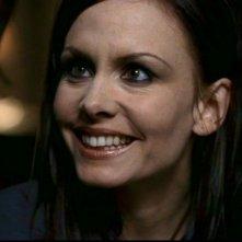 Un primo piano di Anne Openshaw, nel ruolo della vampira Kate, nell'episodio 'Dead man's blood' di Supernatural