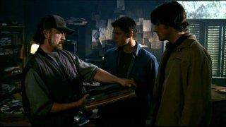 Jim Beaver, Jensen Ackles e Jared Padalecki  nell'episodio 'La trappola del diavolo' di Supernatural