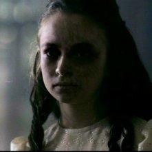 Jodelle Ferland nel ruolo della bambina fantasma in 'Il quadro maledetto' di Supernatural
