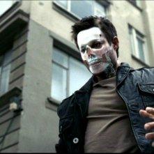 Sebastian Spence interpreta un demone nell'episodio 'La trappola del diavolo' della serie Supernatural