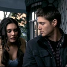 Taylor Cole e Jensen Ackles nell'episodio 'Il quadro maledetto' di Supernatural