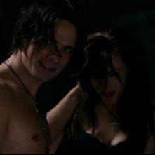 Warren Christie, nel ruolo del vampiro Luther, e Anne Openshaw, nell'episodio 'Una pistola dal passato' di Supernatural
