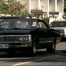 Gabriel Tigerman, nel ruolo di Andy Gallagher, mentre si allontana nell'Impala di Dean, interpretato da Jensen Ackles nell'episodio 'Simon said' della serie Supernatural