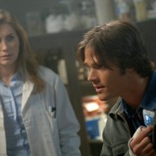 Jared Padalecki con Kate Jennings Grant nell'episodio 'Croatoan' della serie Supernatural