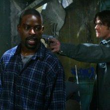 Jared Padalecki e Sterling K. Brown nell'episodio 'Hunted' della serie tv Supernatural