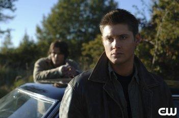 Jensen Ackles con Jared Padalecki nell'episodio 'Crossroad Blues' della serie Supernatural