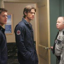 Jensen Ackles, Jared Padalecki e Stephen E. Miller nell'episodio 'Nightshifter' della serie tv Supernatural