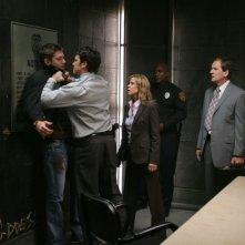Jensen Ackles, Jason Gedrick, Linda Blair e Andy Stahl nell'episodio 'The usual suspects' della serie tv Supernatural