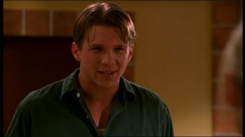 Marc Blucas in una scena dell'episodio 'Il sapore del terrore' della quarta stagione di Buffy - L'ammazzavampiri