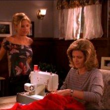Sarah Michelle Gellar e Kristine Sutherland in una scena dell'episodio 'Il sapore del terrore' della quarta stagione di Buffy - L'ammazzavampiri