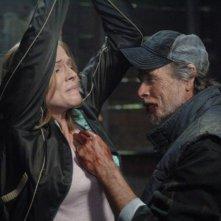 Tricia Helfer e Winston Rekert nell'episodio 'Roadkill' della serie Supernatural