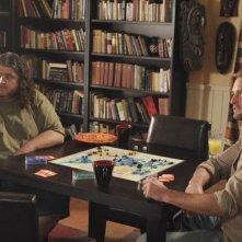 Jorge Garcia e Josh Holloway in una scena dell'episodio 'The Shape of Things to Come' di Lost