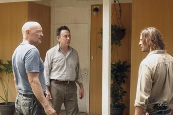 Josh Holloway, Michael Emerson e Terry O'Quinn nell'episodio 4x09 di Lost