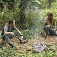 Ken Leung e Josh Holloway in una scena dell'episodio 'Something Nice Back Home' della quarta stagione di Lost