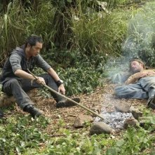 Ken Leung e Josh Holloway nell'episodio 'Something Nice Back Home' della quarta stagione di Lost