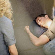 Matthew Fox ed Elizabeth Mitchell (di spalle) in una scena dell'episodio 2x10 di Lost