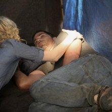 Matthew Fox ed Elizabeth Mitchell (di spalle) in una scena dell'episodio 'Something Nice Back Home' di Lost