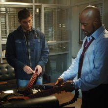 Jensen Ackles e Charles Malik Whitfield nell'episodio 'Jus in Bello' della serie Supernatural