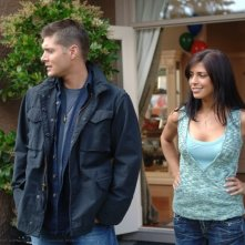 Jensen Ackles con Cindy Sampson nell'episodio 'The Kids are alright' della serie Supernatural
