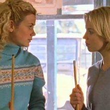 Rachael Carpani e Jessica Napier nella serie tv 'Le sorelle McLeod'