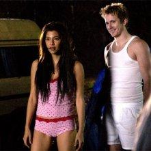 Maya Hazen e Robert Hoffman in una scena del film Shrooms - Trip senza ritorno