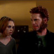Seth Green e Paige Moss si trasformano in una scena dell'episodio 'Lupi mannari' della quarta stagione di Buffy - L'ammazzavampiri