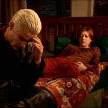 James Marsters e Alyson Hannigan in una scena dell'episodio 'Le pattuglie della notte' della quarta stagione di Buffy - L'ammazzavampiri