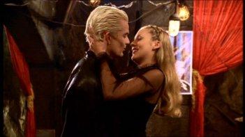 James Marsters e Mercedes McNab in una scena dell'episodio 'Le pattuglie della notte' della quarta stagione di Buffy - L'ammazzavampiri