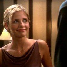 Sarah Michelle Gellar in una scena dell'episodio 'Le pattuglie della notte' della quarta stagione di Buffy - L'ammazzavampiri