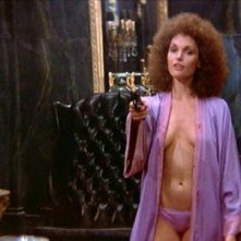 Mary Elizabeth Mastrantonio in una scena di SCARFACE