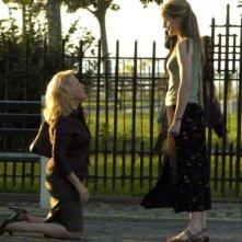 Bette Midler e Helen Hunt in una scena del film Then She Found Me