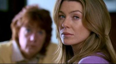 Ellen Pompeo nel ruolo della dottoressa Meredith Grey, nella serie Grey's Anatomy, episodio:'Crescere, che fatica...'