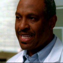 James Pickens Jr. nei panni del dott. Richard Webber, primario del reparto chirurgia nella serie tv Grey's Anatomy, episodio: 'Quando il gioco si fa duro'