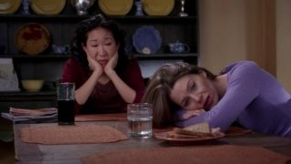 Ellen Pompeo e Sandra Oh nell'episodio 'Time has come Today' della serie Grey's Anatomy