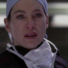 Ellen Pompeo in un momento drammatico dell'episodio 'As we Know it' della serie Grey's Anatomy
