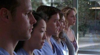 Justin Chambers, Sandra Oh, T.R. Knight, Ellen Pompeo e Katherine Heigl nell'episodio 'Losing my Religion' della serie tv Grey's Anatomy