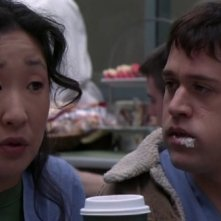 Sandra Oh e T.R. Knight nell'episodio 'The name of the game' della serie tv Grey's Anatomy