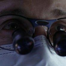 Un primissimo piano di Patrick Dempsey mentre interpreta il neurochirurgo Derek Sheperd nell'episodio 'The name of the game' della serie Grey's Anatomy