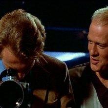 Craig Wasson e Gregg Henry in una scena di OMICIDIO A LUCI ROSSE