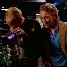 Gregg Henry e Craig Wasson in una scena di OMICIDIO A LUCI ROSSE