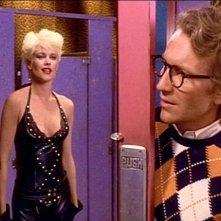 Melanie Griffith e Craig Wasson in una scena di OMICIDIO A LUCI ROSSE