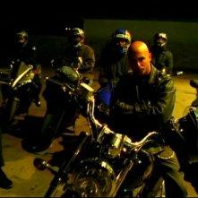 Francis Capra e i PCHers in una scena dell'episodio pilot 'Benvenuti a Neptune ' di 'Veronica Mars'