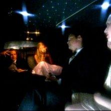Jason Dohring, Kristen Bell, Amanda Seyfried e Teddy Dunn in una scena dell'episodio 'Un nuovo ragazzo ' della prima stagione di 'Veronica Mars'