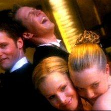 Kristen Bell, Amanda Seyfried, Teddy Dunn e Jason Dohring in una scena dell'episodio 'Un nuovo ragazzo ' della prima stagione di 'Veronica Mars'